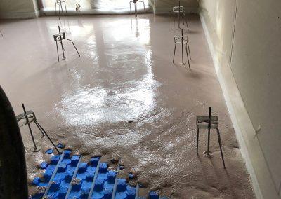 Suelo de anhidrita ideal para la instalación de suelo radiante en casas saludables