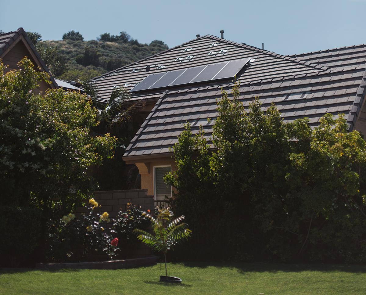 Casa pasiva construccion.bio con paneles solares frena el cambio climático