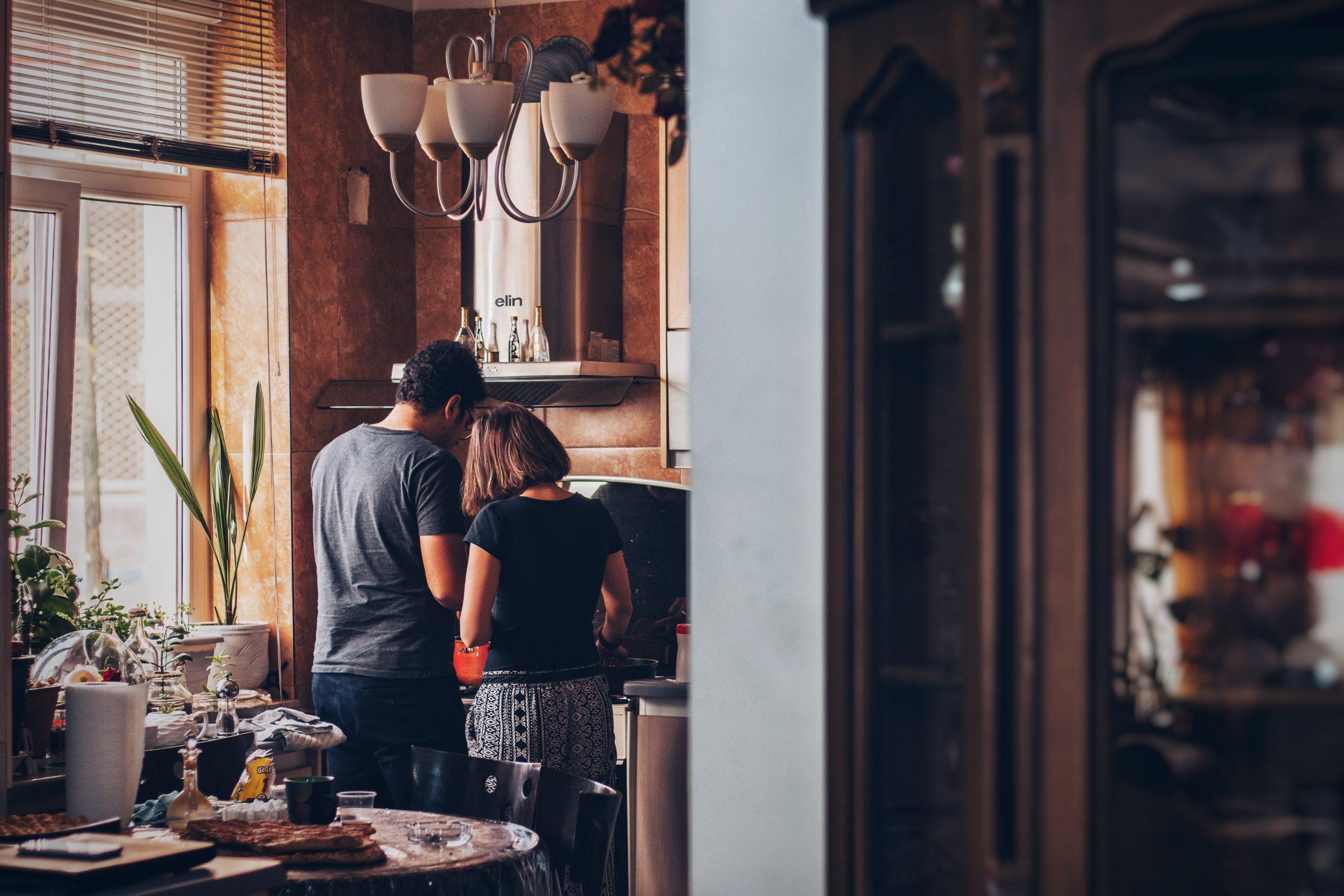 cocinando en una casa bioclimática